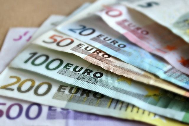 Eurons Historia I Världen